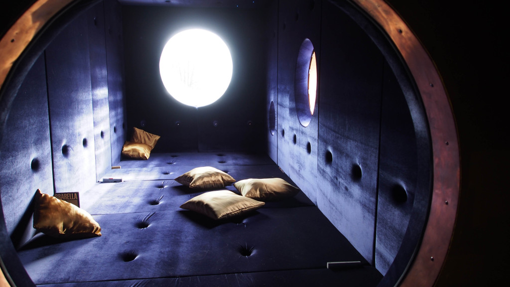 Interior of Mooncontainer / Mondverstärker 2. If visitors push a secret button sounds from the future can be heard.